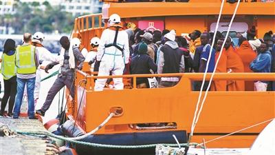 移民船遭欧洲国家踢皮球 先后遭马耳他和意大利拒绝