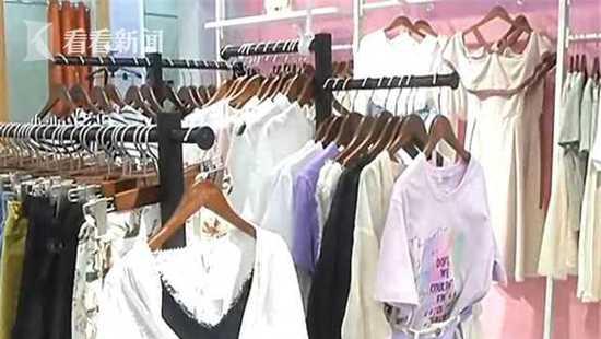 孕妇试衣服新衣未脱旧衣不见 店员:你给我买单!