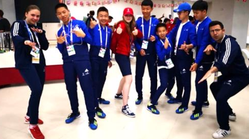 万达电影护旗手登场 中国少年亮相2018世界杯