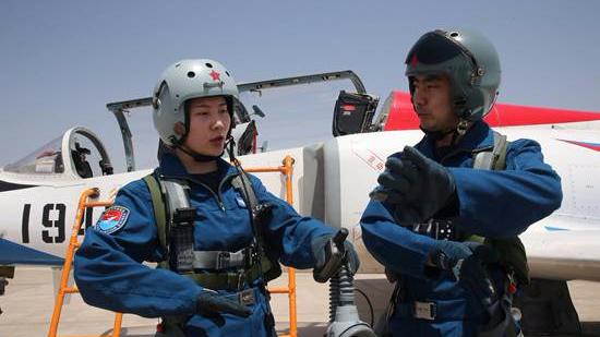 """空军第十批女飞行学员""""飞天记"""""""