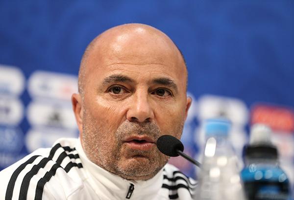 阿根廷主教练:没能让球队和梅西完美融合,请求球迷原谅