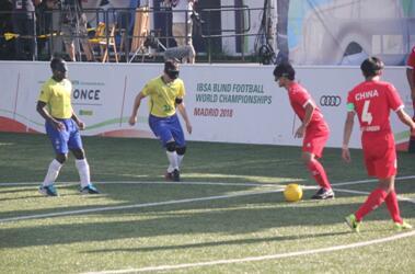 中国盲人足球队夺得世界杯季军