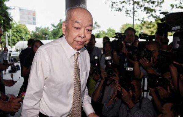 因在任时向前总理他信签发护照,泰国前外交部长被判2年监禁