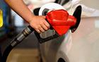 本轮成品油或踩线下调 加满一箱汽油将少花约2元