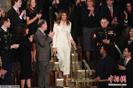 梅拉尼娅因穿这件夹克遭批 特朗普这样为妻子解释