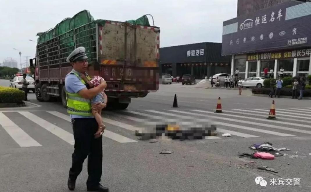 一家三口惨遭货车碾压,夫妻当场死亡!交警这个果断的举动,温暖了无数人…
