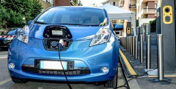 发改委:严控新增燃油车产能 推动新能源汽车有序发展