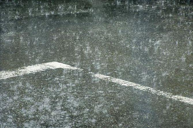 日本强降雨致近百人死亡或失联 安倍:救人第一