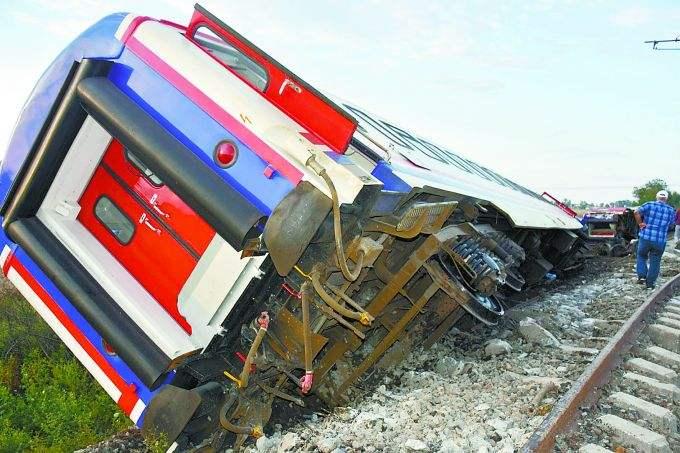 土耳其火车脱轨事故导致24人死亡 数百人受伤