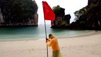 插红旗!泰国雨季海浪大,甲米多处海滩红旗警告