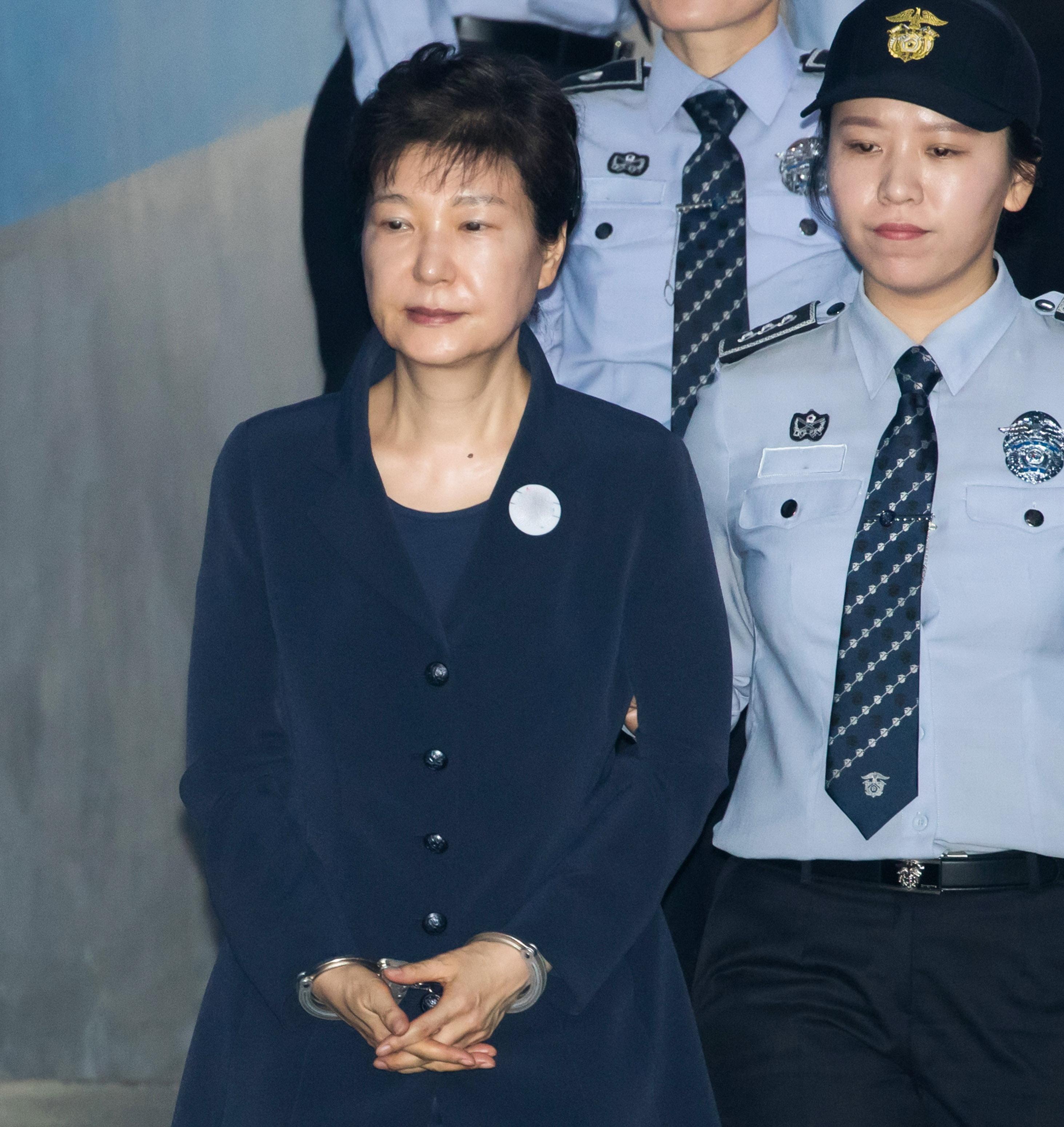 被判24年后,朴槿惠又因国情院受贿等两案获刑8年