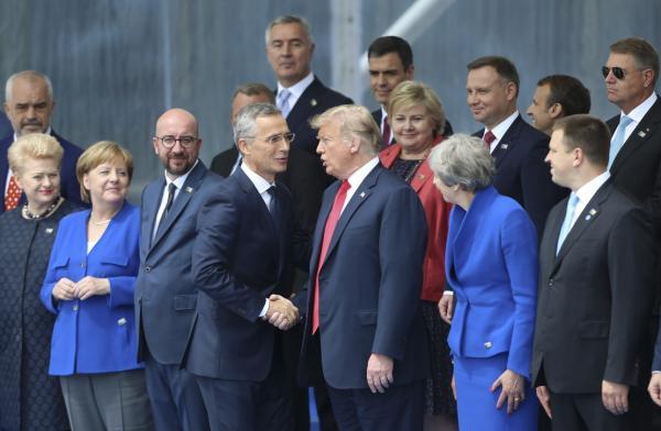 """北约同意增加军费,但强调""""成员国之间没有公平分担责任"""""""
