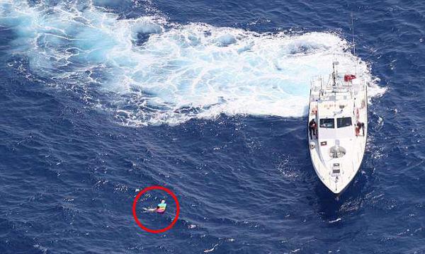 俄妇女不顾风暴警告执意下海 被吹离海岸21小时后获救
