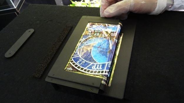 新专利曝光:苹果仍考虑为iPhone配备可折叠屏