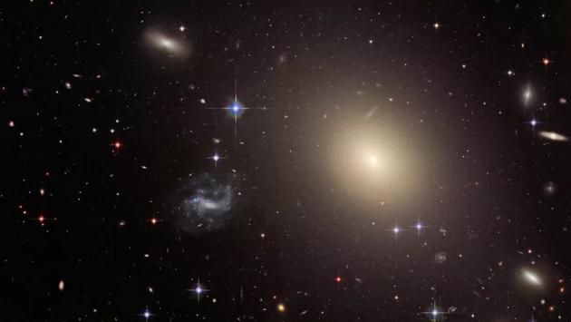 爱因斯坦广义相对论再被验证:时空扭曲质量方式正确