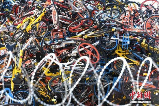 资料图:城市中的共享单车。王东明 摄