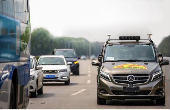 戴姆勒获北京首张外企自动驾驶路测牌照