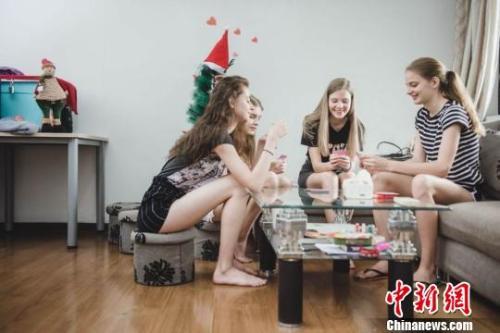 """中国电商发展吸引""""洋模特""""来华淘金 多来自东欧"""