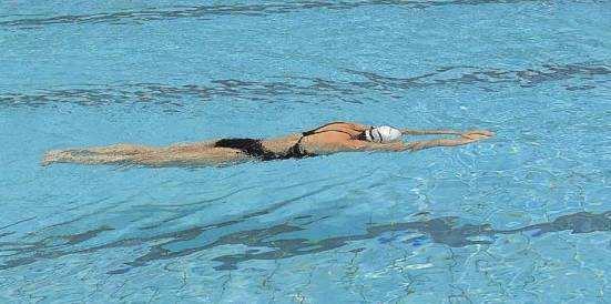 都说游泳对脊椎病好 到底该用哪种姿势?