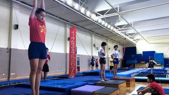 """""""双姝""""争亚运女子跳台入场券 周继红:体重是硬指标"""