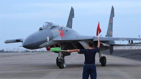 南部战区空军某旅破除和平积弊大抓高难课目训练