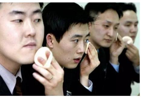 外媒:男性成中国美妆直播达人新生力量 外国公司瞄准这一市场