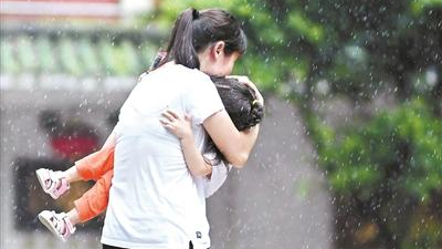 """台风""""贝碧嘉""""影响减弱 广州未来三天雷雨仍频繁"""