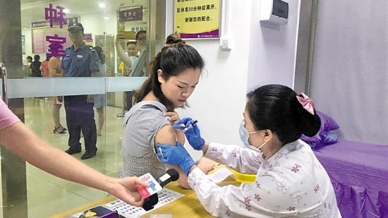 """深圳首批9价HPV疫苗""""登陆"""" 市民质疑""""约苗""""不公"""