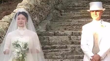 金星与老公汉斯办复婚婚礼 现场图曝光