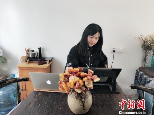 """千年文物成""""网红"""" 浙江台州插画师手绘超萌表情包"""