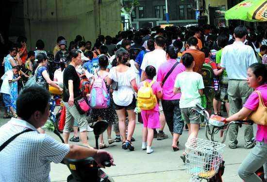 """广州整顿""""双无""""校外培训班 助巨头培训机构垄断?"""