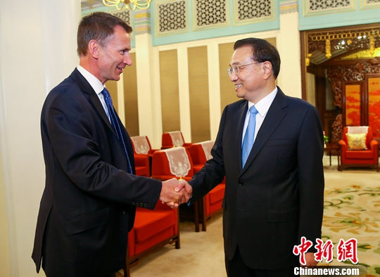 李克强会见英国外交大臣亨特:积极培育新的合作增长点