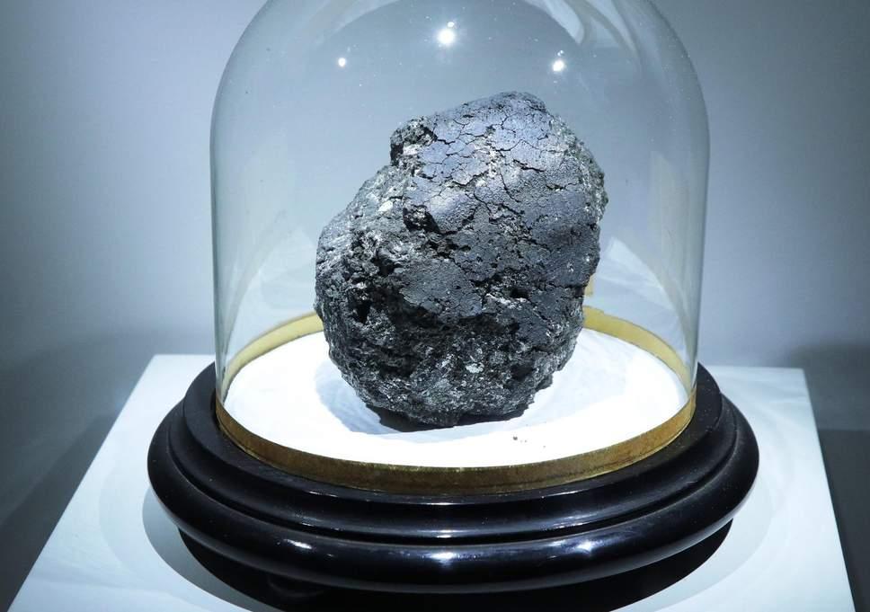 英科学家研究45亿年前陨石 有望揭示生命起源