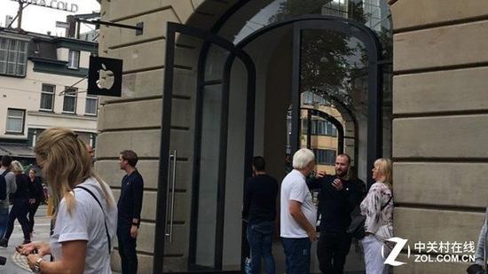 iPad电池炸了 荷兰一家Apple Store暂时关闭