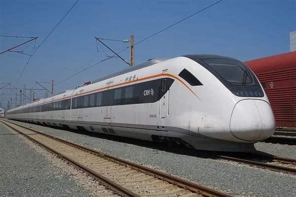 广深港高铁车票昨开售 免票儿童不单独占座