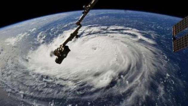 """""""怪兽级""""飓风直扑美国:30年来最强 百万人大撤离"""