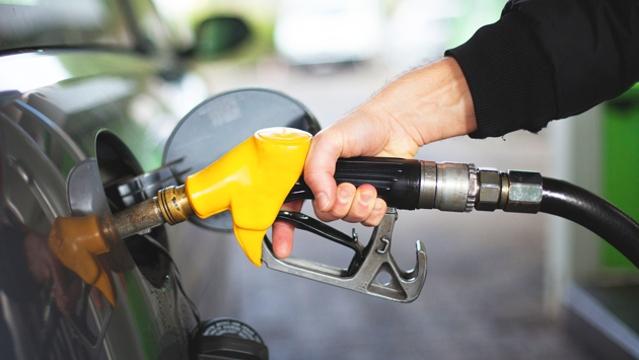 下周一成品油调价几成定局 预计每吨涨110元