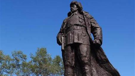 抗日名将杨靖宇将军雕塑在吉林磐石落成