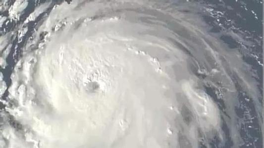 """飓风""""弗洛伦斯""""已致37人死亡 特朗普赴卡罗来纳地区慰问"""