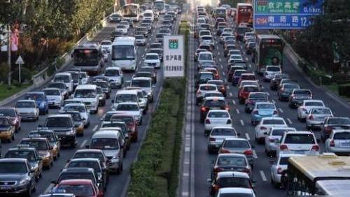 """国庆出行报告:第一天高速路早七点""""开堵"""""""