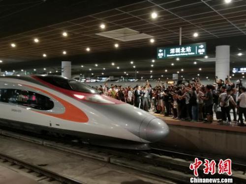 广深港高铁全线开通运营,港人体验首发列车纷纷点赞