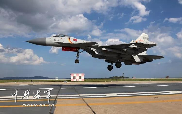 重磅!歼-15舰载战斗机已具备昼夜起降和综合攻防能力