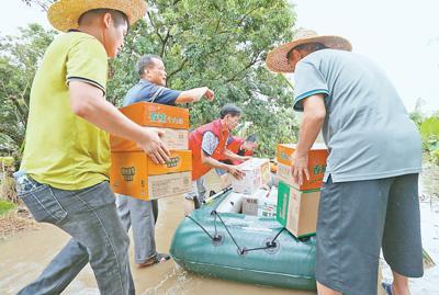 """台风""""山竹""""逐渐减弱 各地各部门做好灾后救助"""