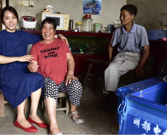 女子照顧去世同事的雙親11年 不是親人勝似親人