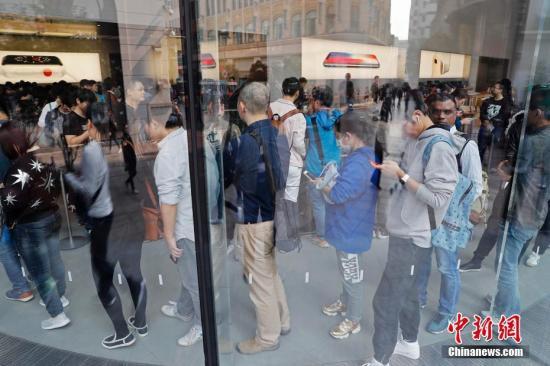 """苹果""""变大了"""":iPhone XS Max等三款最新手机面世"""