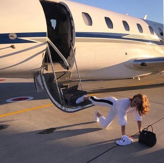 摔跤炫富、全世界爱马仕最多的女人?都比不上她!