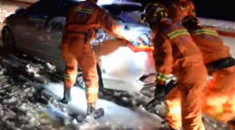 担当视频 | 国庆暴雪封路,400战士连夜上山救援!