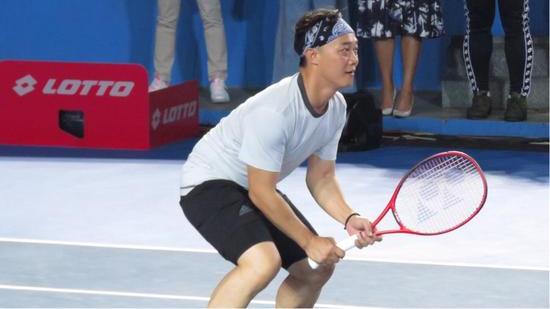 陈奕迅与李娜网球对决 谦称张学友球技更佳
