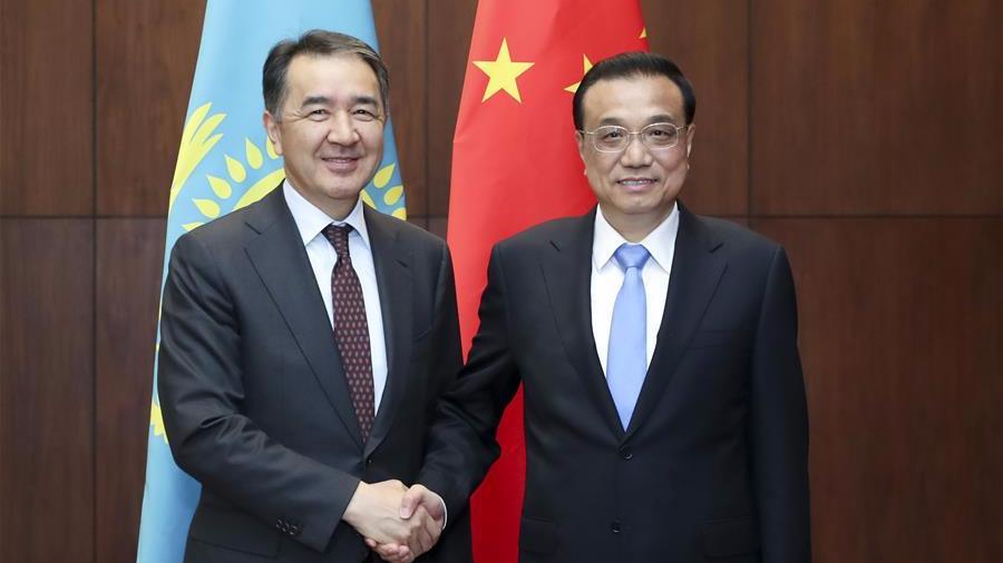 李克强会见哈萨克斯坦总理萨金塔耶夫