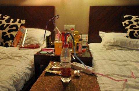 绵阳一酒店内6人吸毒2人死亡,酒店未登记担责10%